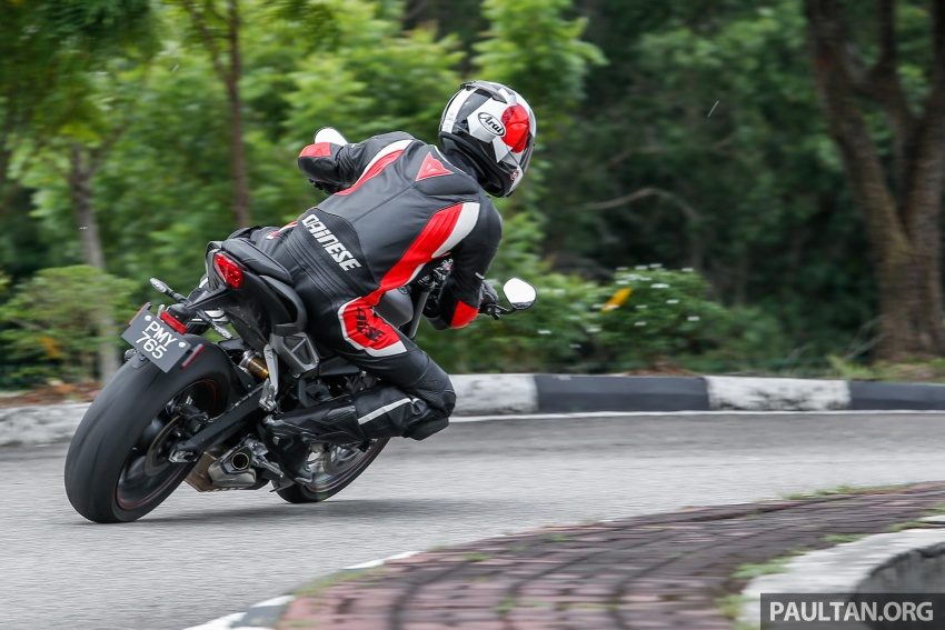 TUNGGANG UJI: Triumph Street Triple RS765 – punya keseimbangan baik, prestasi terus berkemampuan Image #690135