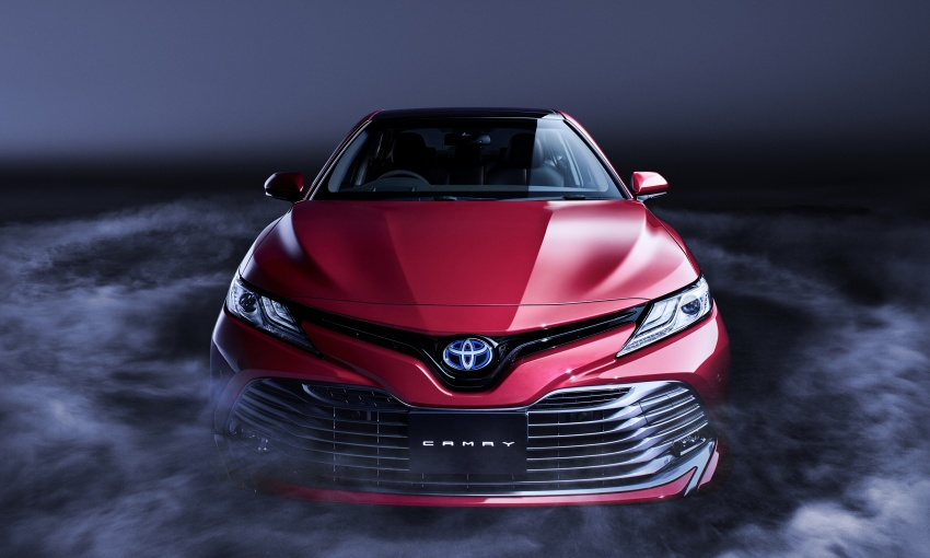 2018 Toyota Camry Hybrid on sale in Japan – 33.4 km/l Image #681073