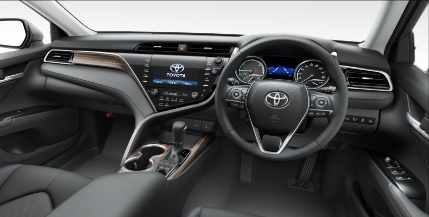 2018 Toyota Camry Hybrid on sale in Japan – 33.4 km/l Image #681074