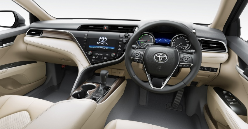 2018 Toyota Camry Hybrid on sale in Japan – 33.4 km/l Image #681077