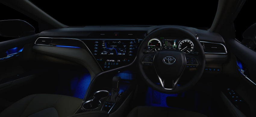 2018 Toyota Camry Hybrid on sale in Japan – 33.4 km/l Image #681093