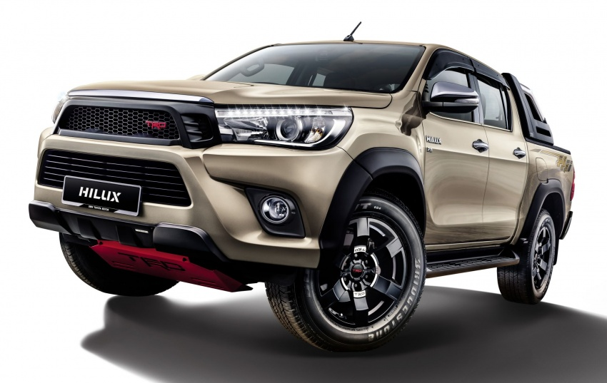 UMW Toyota introduces accessories for Hilux, Sienta – custom integrated Smart Tag unit for all models Image #701880