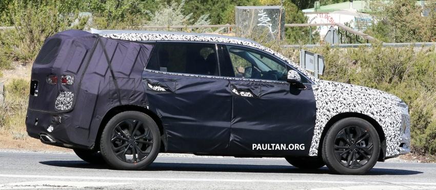 SPYSHOTS: Next-gen Hyundai Santa Fe seen testing Image #700341