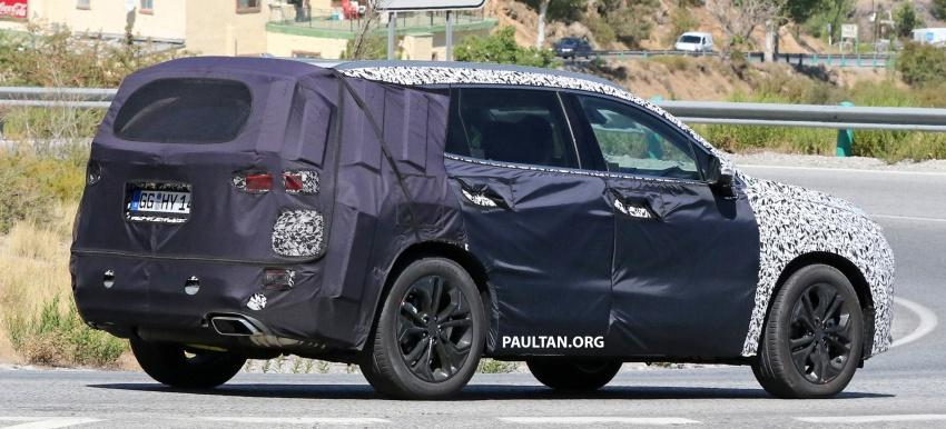 SPYSHOTS: Next-gen Hyundai Santa Fe seen testing Image #700342