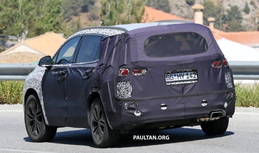 SPYSHOTS: Next-gen Hyundai Santa Fe seen testing Image #700344