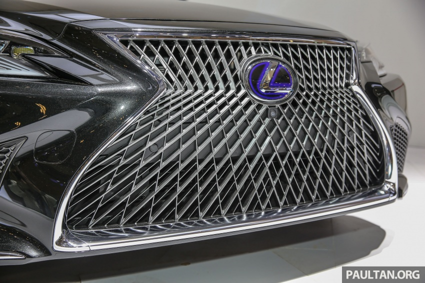 GIIAS 2017: Lexus LS 500h previewed in Indonesia Image #698209