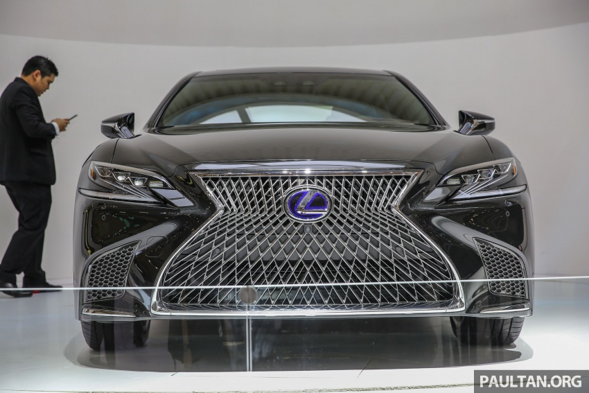 GIIAS 2017: Lexus LS 500h previewed in Indonesia Image #698193