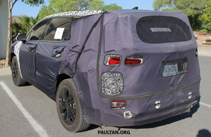 SPYSHOTS: Next-gen Hyundai Santa Fe seen testing Image #700301