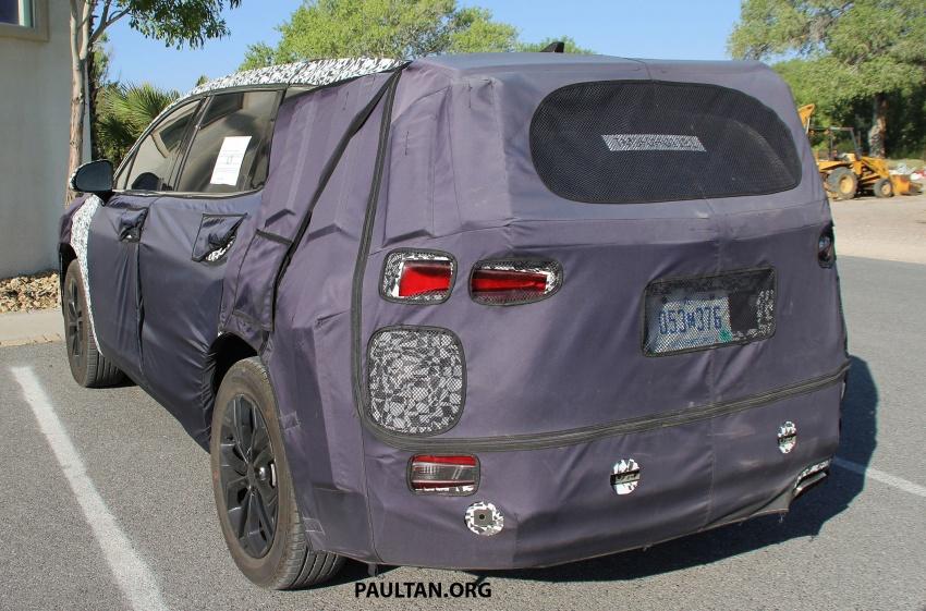 SPYSHOTS: Next-gen Hyundai Santa Fe seen testing Image #700303