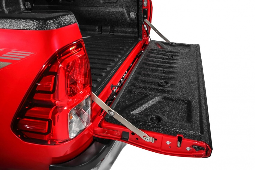 UMW Toyota introduces accessories for Hilux, Sienta – custom integrated Smart Tag unit for all models Image #701890