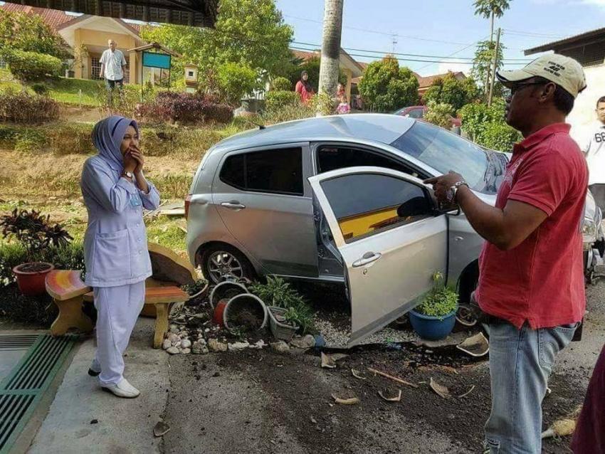 Perodua Axia yang dipandu jururawat terbabas kerana kucing, bukan masalah stereng terkunci – polis Image #692278