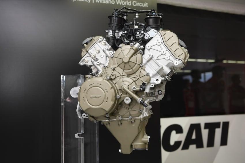 Ducati unveils new Desmosedici Stradale V-four Image #710497