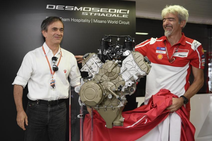 Ducati unveils new Desmosedici Stradale V-four Image #710498
