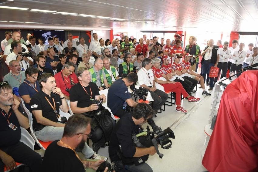 Ducati unveils new Desmosedici Stradale V-four Image #710501