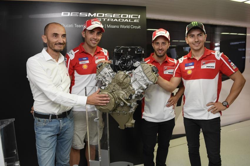 Ducati unveils new Desmosedici Stradale V-four Image #710504