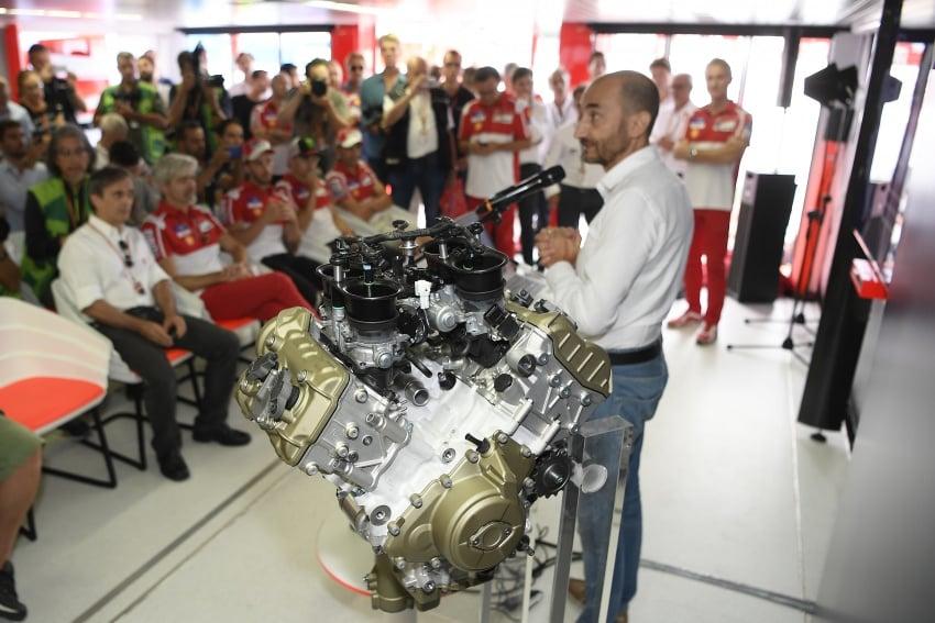 Ducati unveils new Desmosedici Stradale V-four Image #710506