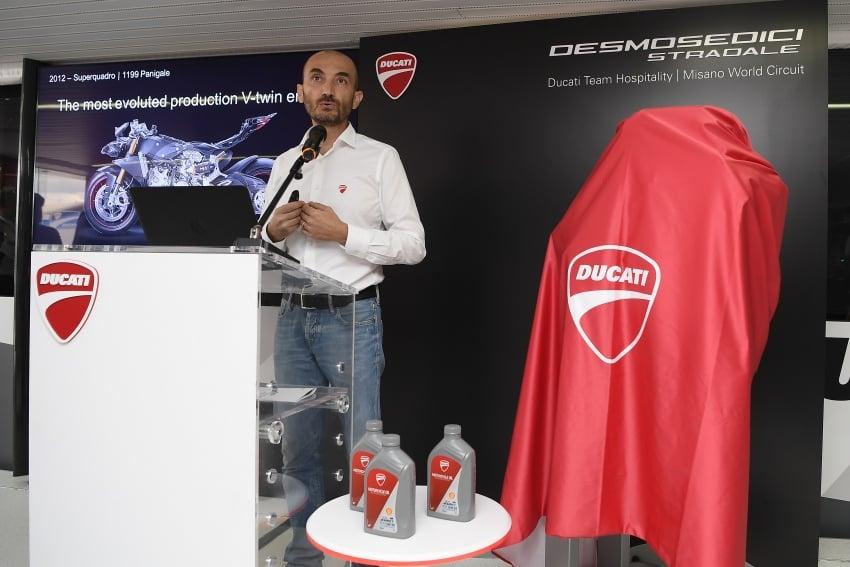 Ducati unveils new Desmosedici Stradale V-four Image #710512