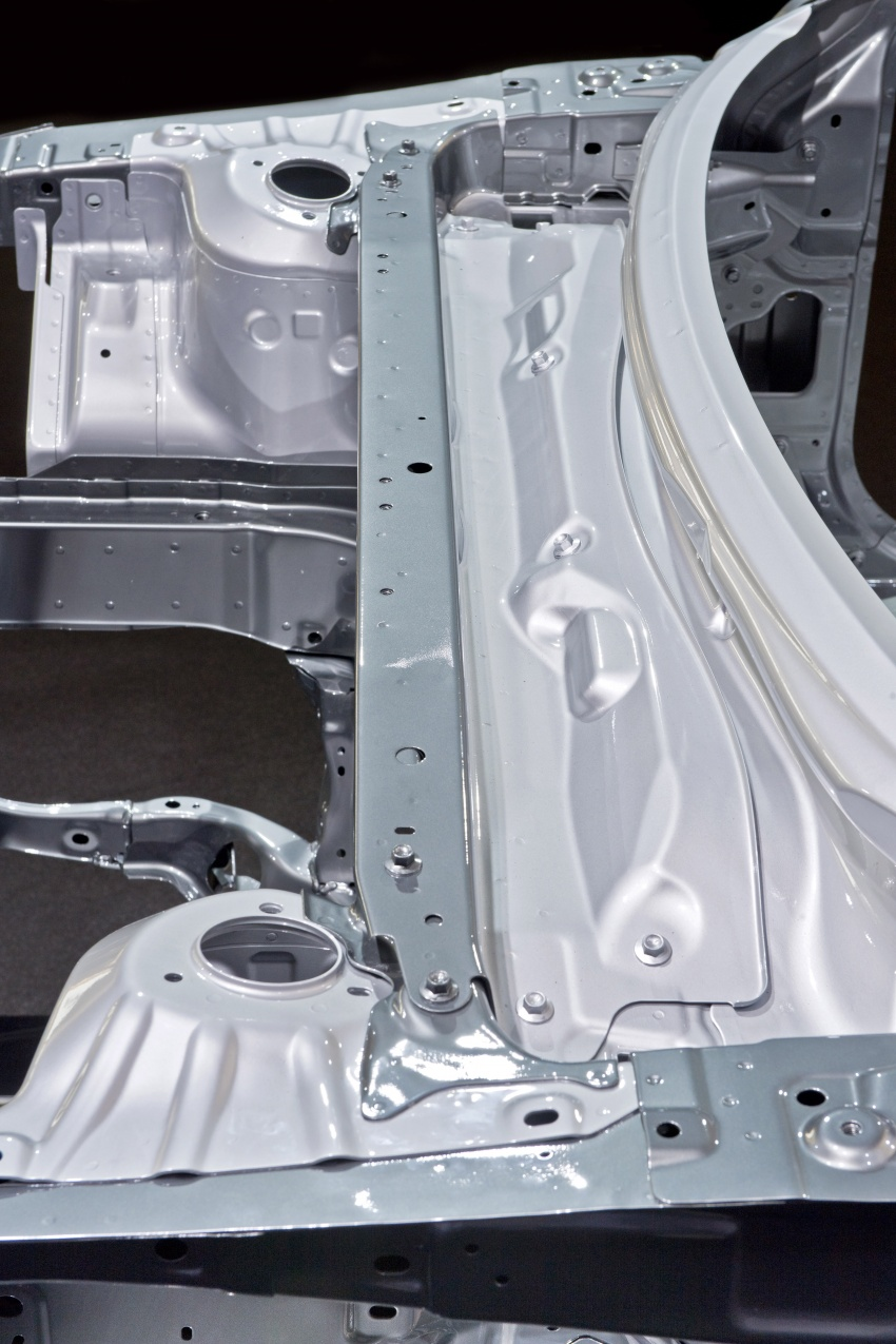 Mazda releases more details of new SkyActiv-X engine with compression ignition, next-gen Mazda 3 platform Image #707116