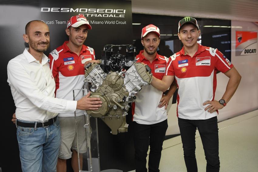 Ducati unveils new Desmosedici Stradale V-four Image #710521