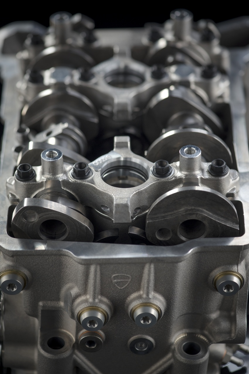 Ducati unveils new Desmosedici Stradale V-four Image #710488