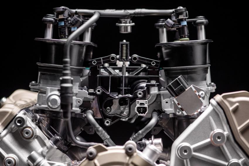 Ducati unveils new Desmosedici Stradale V-four Image #710489