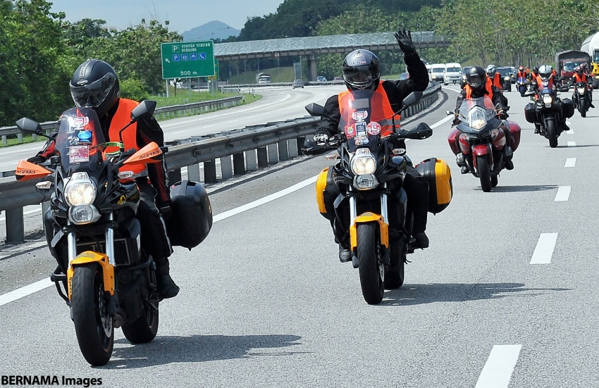 Can motorcycles use the highway emergency lane? Image #706760