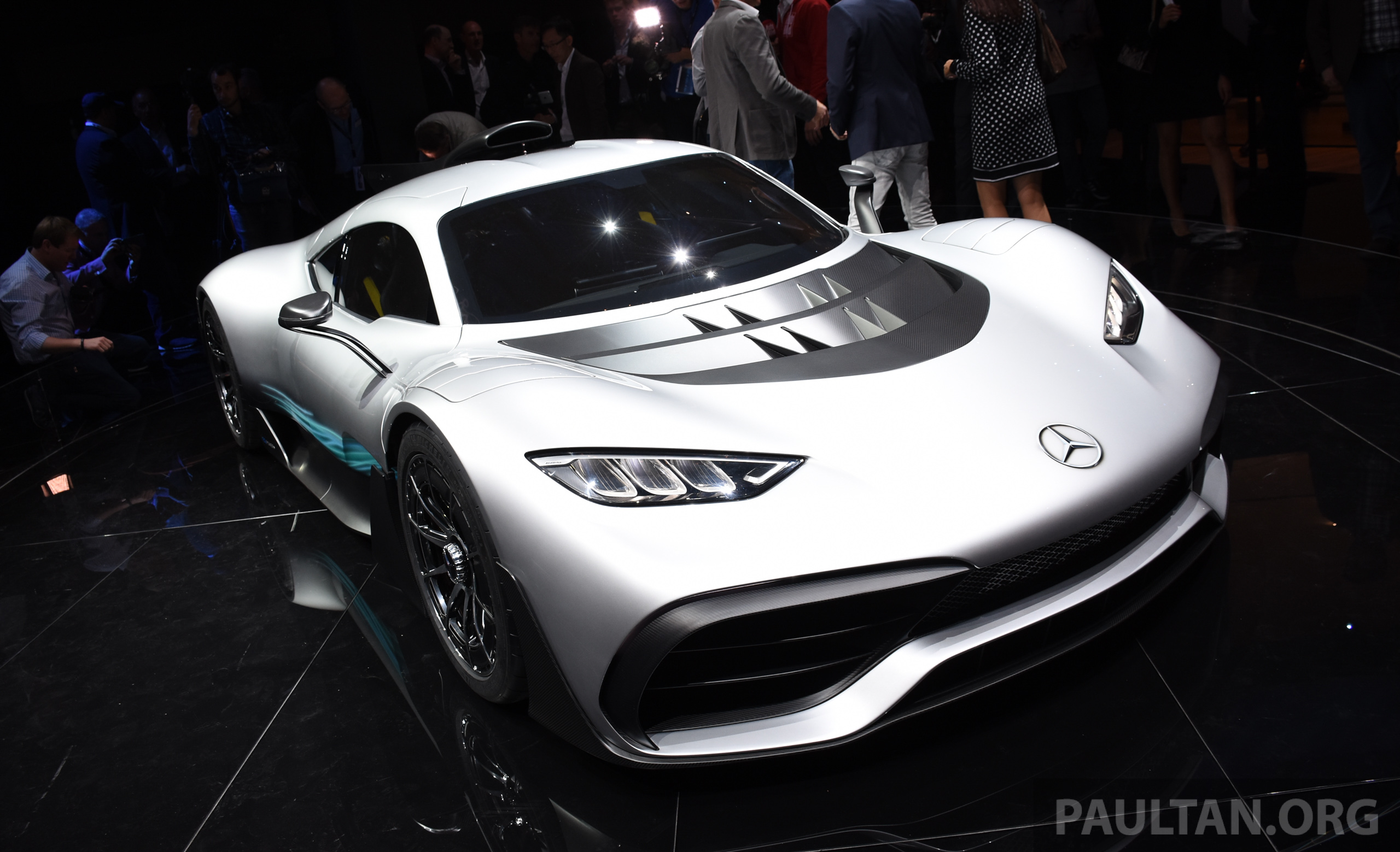 mercedes amg project one hypercar finally unveiled sub 6 seconds 0 200 km h top speed over. Black Bedroom Furniture Sets. Home Design Ideas