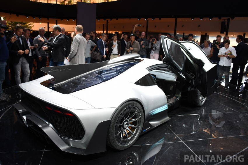 Mercedes-AMG Project One hypercar finally unveiled – sub-6 seconds 0-200 km/h, top speed over 350 km/h Image #708569