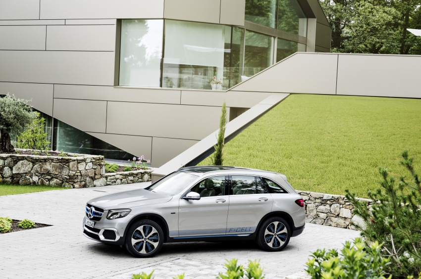 Mercedes-Benz GLC F-Cell revealed in pre-production form at Frankfurt show – two electric energy sources Image #710366