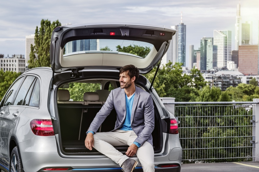 Mercedes-Benz GLC F-Cell revealed in pre-production form at Frankfurt show – two electric energy sources Image #710379