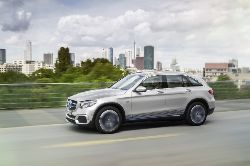 Mercedes-Benz GLC F-Cell revealed in pre-production form at Frankfurt show – two electric energy sources Image #710381