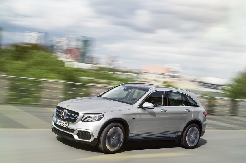 Mercedes-Benz GLC F-Cell revealed in pre-production form at Frankfurt show – two electric energy sources Image #710382