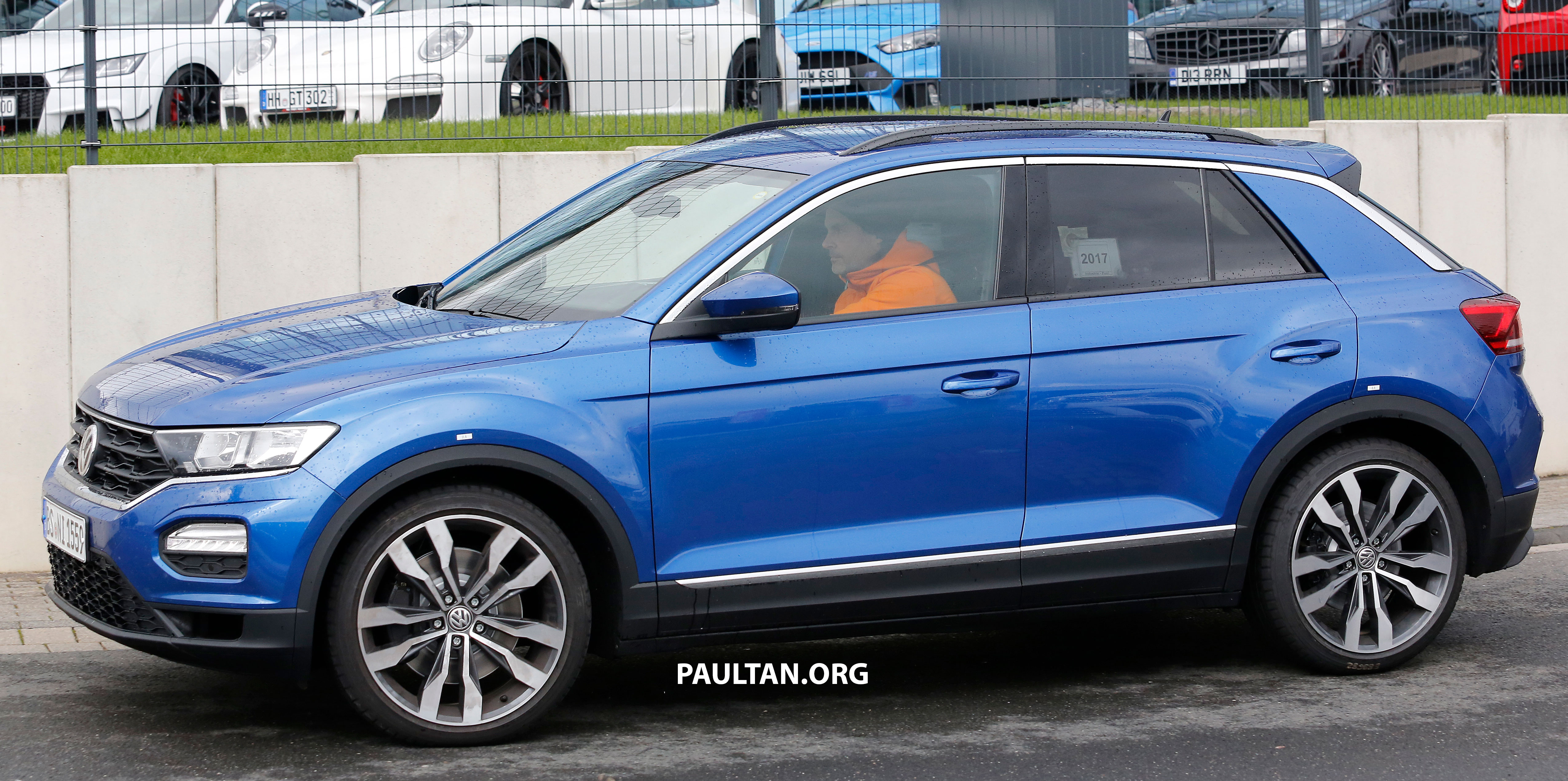 spyshots volkswagen t roc r to get golf r grunt paul tan image 716797. Black Bedroom Furniture Sets. Home Design Ideas