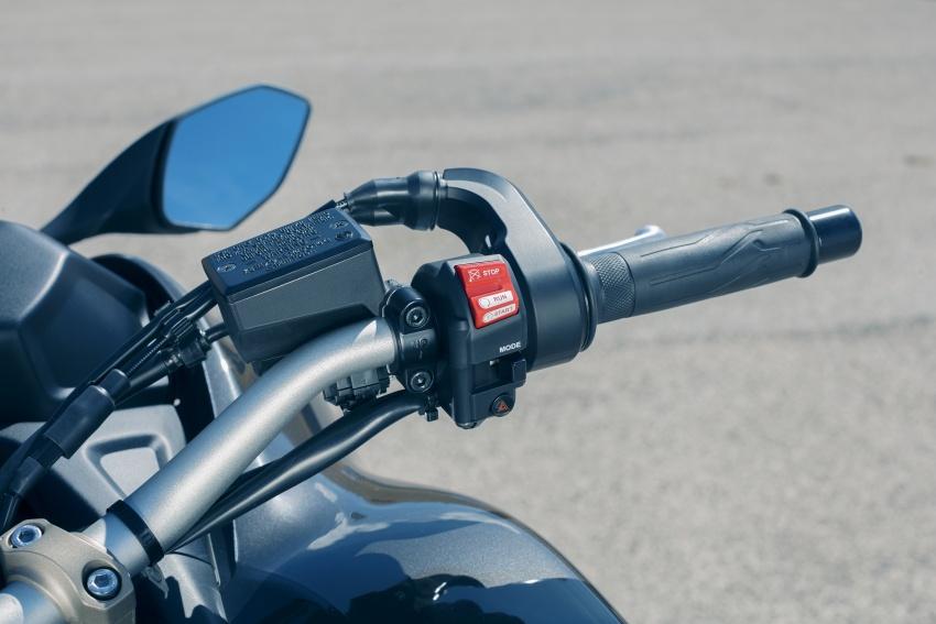 Yamaha Niken Leaning Multi-Wheeler (LMW) 2018 – guna tiga roda, tetapan fork berkembar di hadapan Image #728755