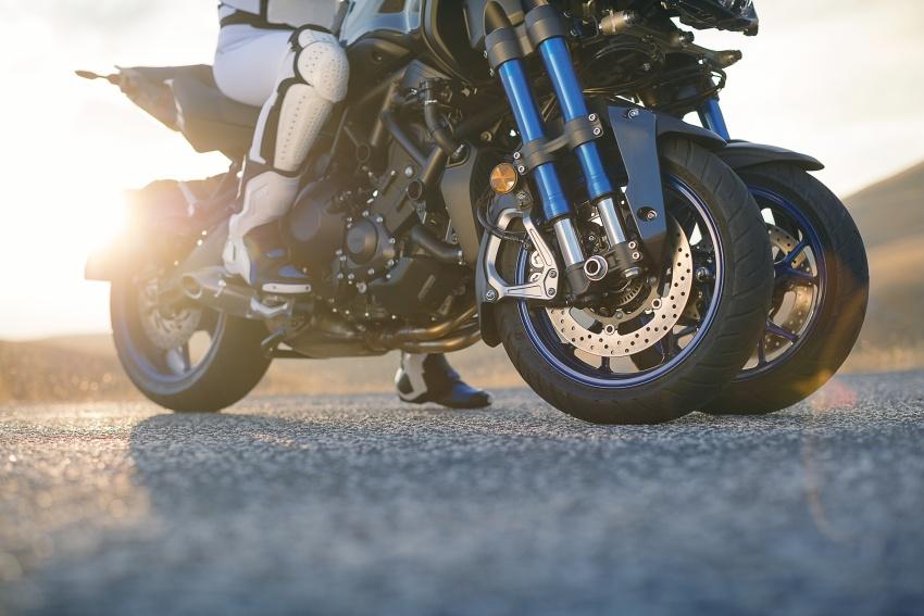 Yamaha Niken Leaning Multi-Wheeler (LMW) 2018 – guna tiga roda, tetapan fork berkembar di hadapan Image #728769