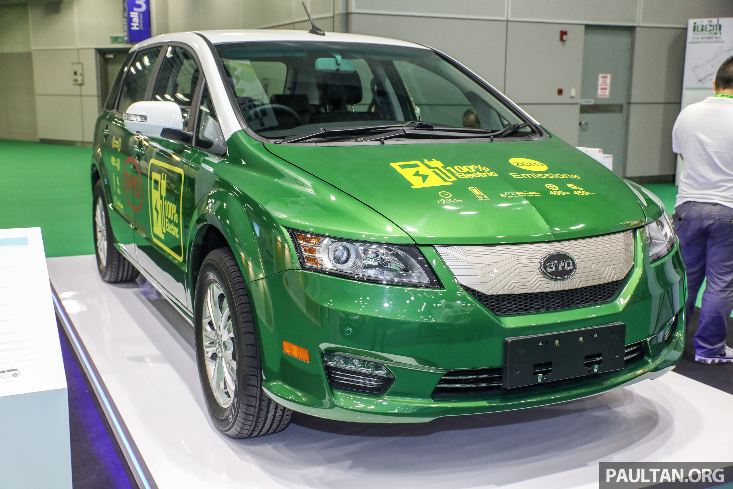 byd e6 electric vehicle shown at igem 2017 121 hp 450 nm 400 km range available for fleet. Black Bedroom Furniture Sets. Home Design Ideas