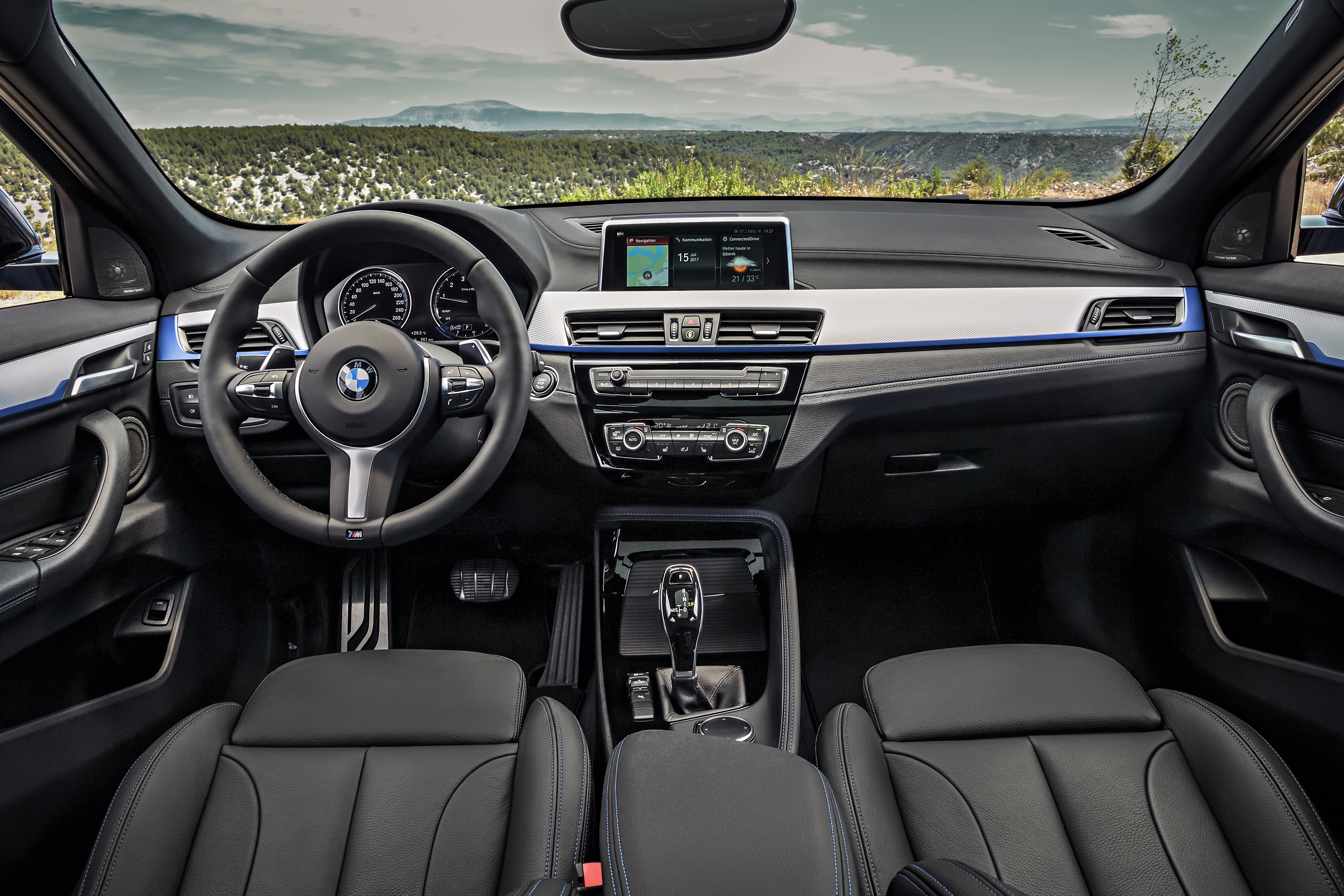 F39 bmw x2 unveiled with new m sport x package image 728997 for Interieur nouveau duster