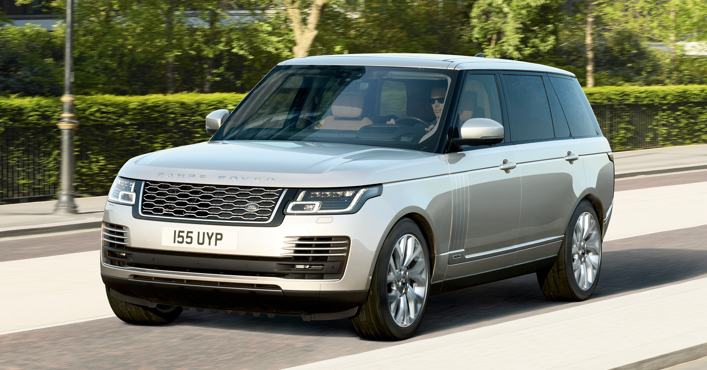 range rover facelift 2018 semakin mewah ditambah dengan model p400e phev berkuasa 404 ps 640 nm. Black Bedroom Furniture Sets. Home Design Ideas