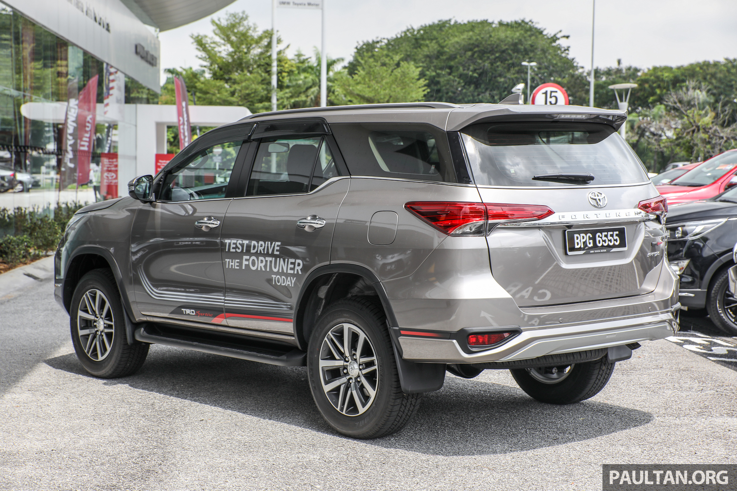 Gallery Toyota Fortuner 2 4 Vrz 4 215 2 With Trd Kit Paul Tan