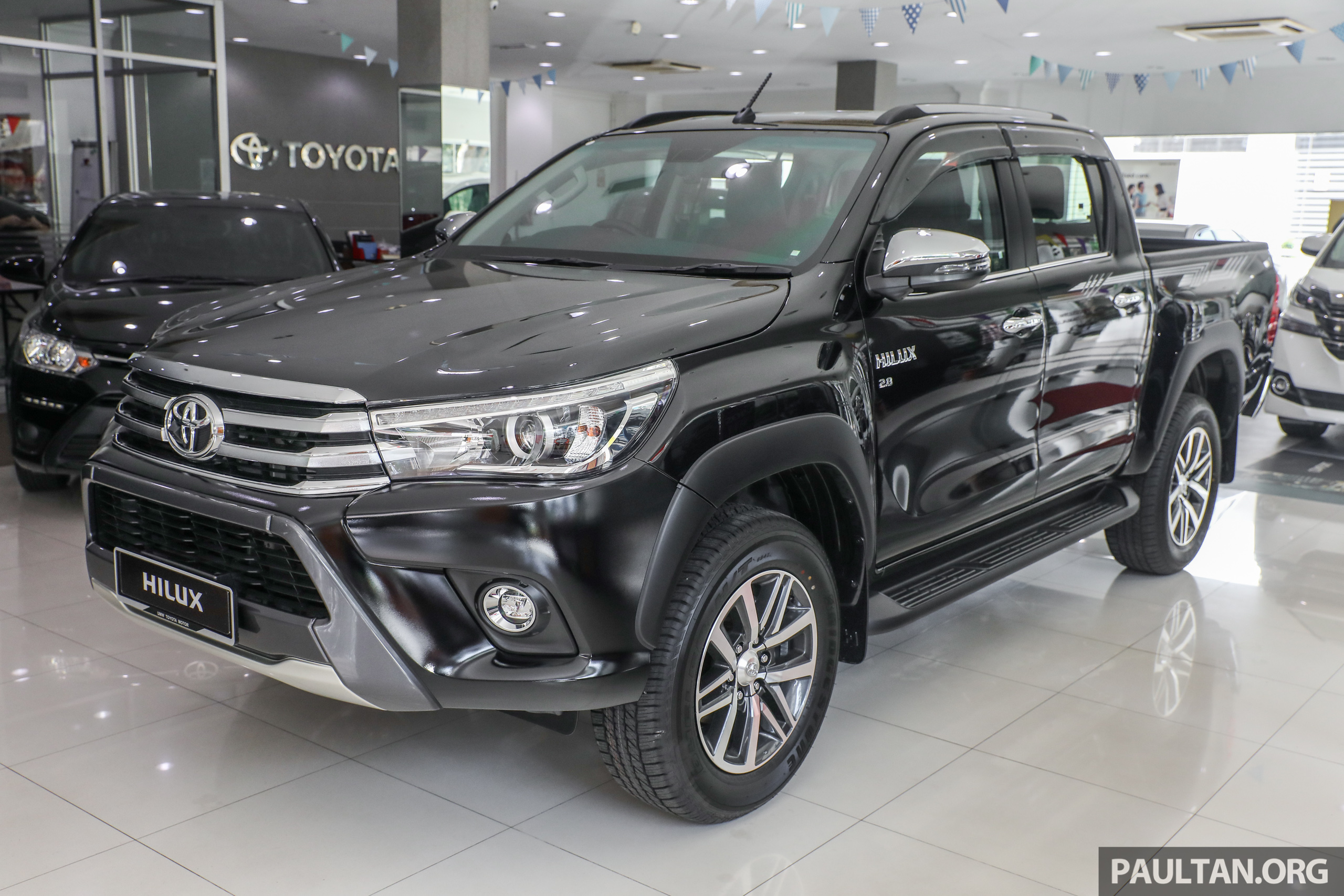 GALLERY: Toyota Hilux 2.8G with Tough Package, PVM Image ...