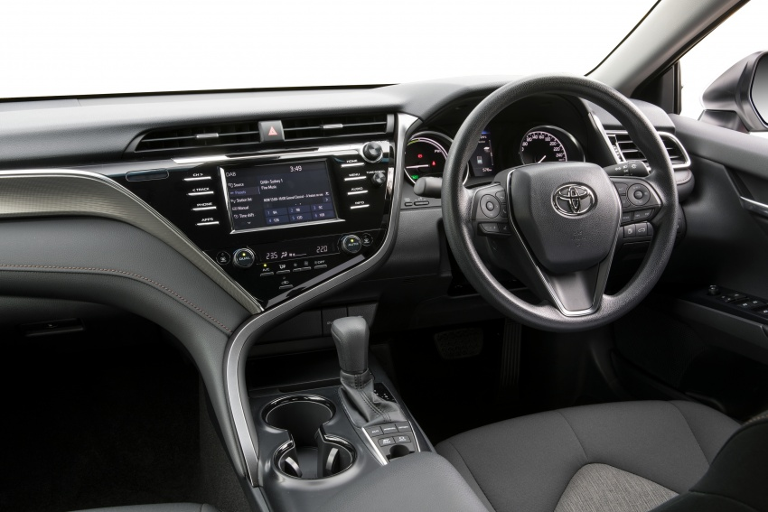 2018 Toyota Camry debuts in Australia – from RM86k Image #741172