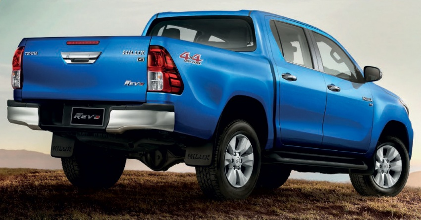 2018 Toyota Hilux facelift gets new Tacoma-style face Image #737633