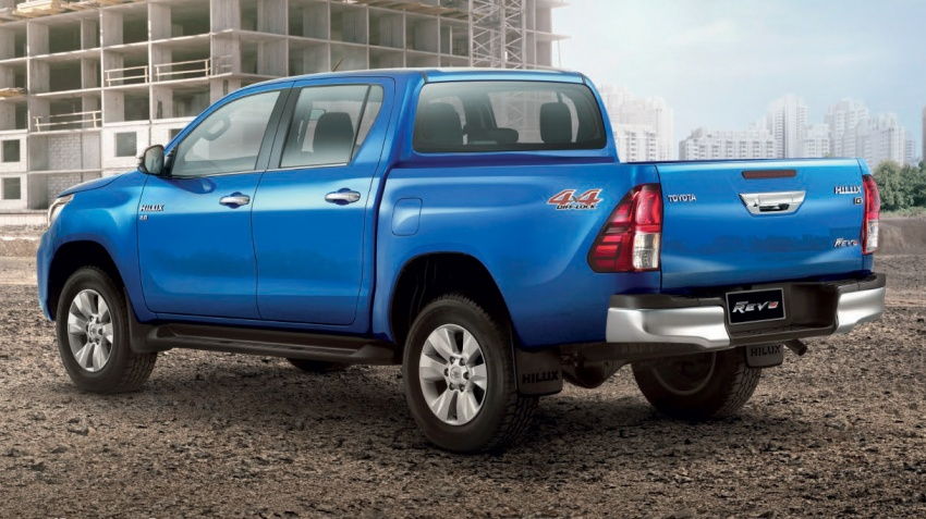 2018 Toyota Hilux facelift gets new Tacoma-style face Image #737635