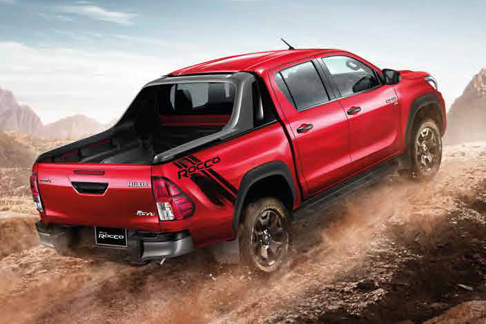 2018 Toyota Hilux facelift gets new Tacoma-style face ...