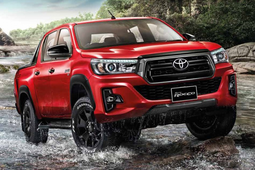 2018 Toyota Hilux facelift gets new Tacoma-style face Image #737643