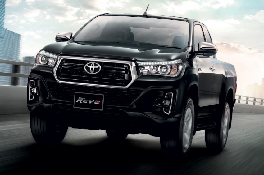 2018 Toyota Hilux facelift gets new Tacoma-style face Image #737650