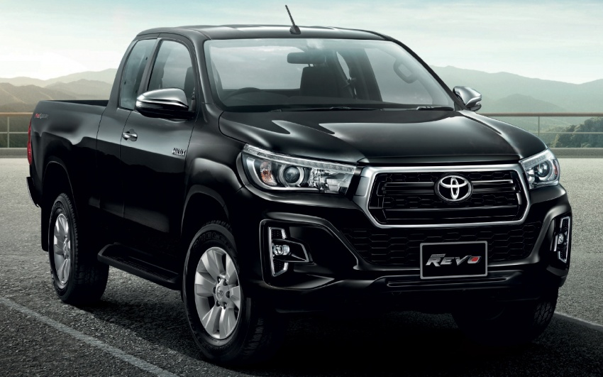 2018 Toyota Hilux facelift gets new Tacoma-style face Image #737653