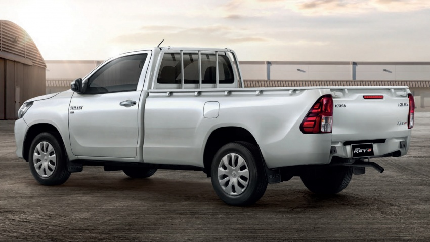 2018 Toyota Hilux facelift gets new Tacoma-style face Image #737659