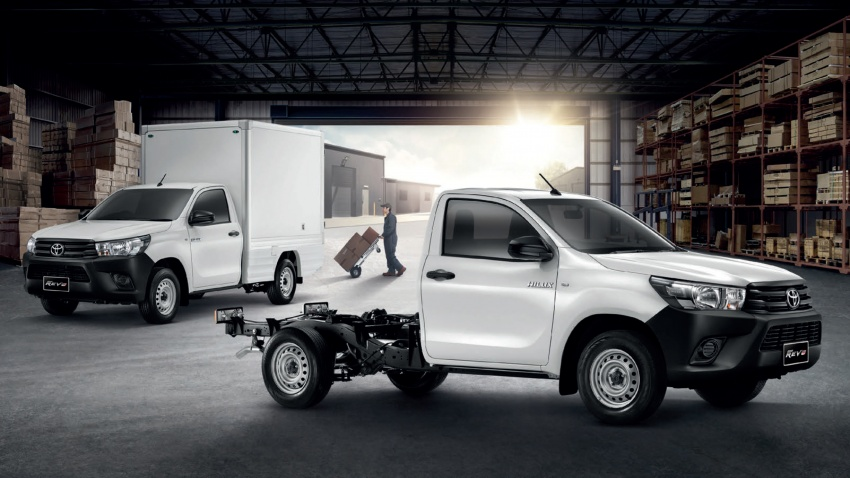 2018 Toyota Hilux facelift gets new Tacoma-style face Image #737661