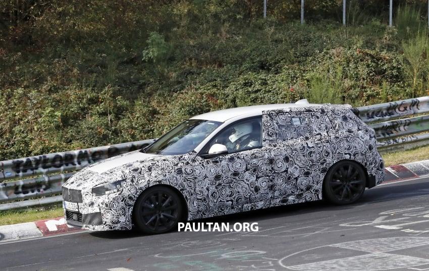 SPIED: Next-gen BMW 1 Series shows its new interior Image #736974